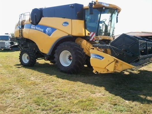Moissonneuse batteuse : New Holland NH 760 CX