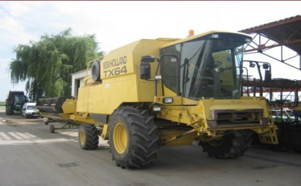Moissonneuse batteuse : New Holland TX64