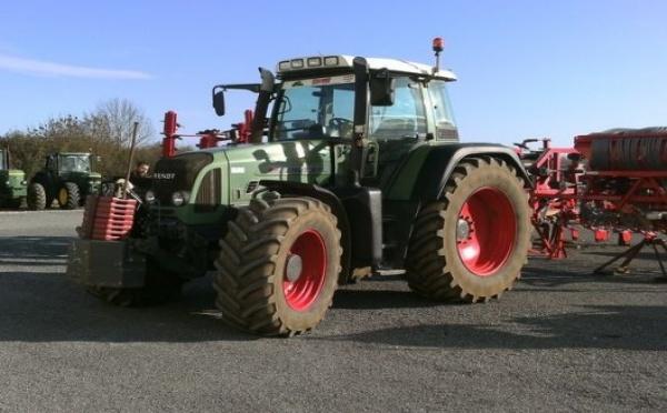 Tracteur agricole : Fendt 818 VARIO